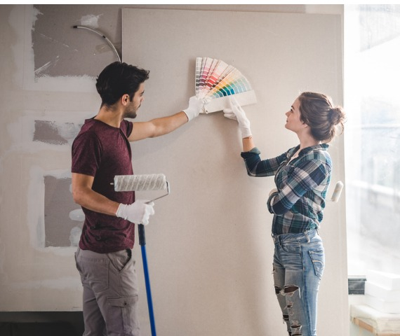 couple choosing paint color for wall